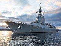 HMAS Sydney adlı savaş gemisinin gövdesinden 2 adet balina ölüsü çıkarıldı