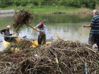 Turizme kazandırılacak göletten 15 ton çöp çıktı