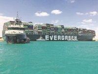 Mısır, Süveyş Kanalı'nı genişletmeye karar verdi