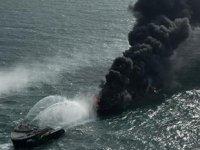 Günlerdir yanan konteyner gemisinde petrol sızıntısı tespit edildi