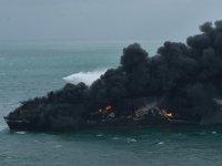 Günlerdir yanan gemideki yangın kontrol altına alındı