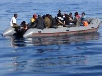 İzmir açıklarında 24 düzensiz göçmen kurtarıldı