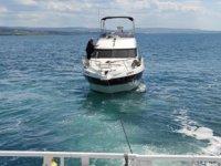 'Lara 19' isimli tekne, Çanakkale Boğazı'nda arızalandı