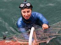 Şahika Ercümen, 'hayalet avcılığa' dikkat çekmek için dalış yaptı