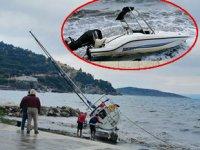 Erdek'te şiddetli lodos nedeniyle tekneler karaya oturdu