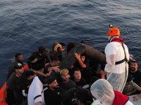 İzmir açıklarında 124 düzensiz göçmen yakalandı