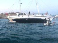 Tur teknesi karaya oturdu, turistler son anda kurtarıldı
