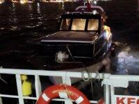 İstanbul Boğazı'nda arızalanan tekne, sürüklendi
