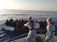 İzmir açıklarında 81 düzensiz göçmen kurtarıldı