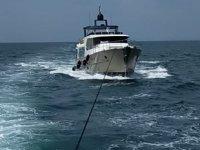 Çanakkale açıklarında sürüklenen tekne kurtarıldı