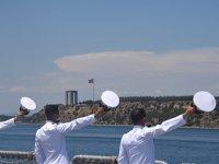Deniz Harp Okulu öğrencileri, 'Çanakkale Şehitleri'ni selamladı