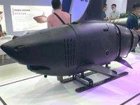Çin, düşman gemilerine torpido atmak için geliştirdiği robot köpekbalığını tanıttı