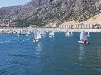 Antalyalı yelkenciler, Eğirdir Gölü'nde antrenmanlarını sürdürüyor