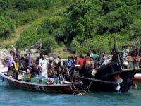 Arakanlı Müslümanlar'ı taşıyan tekne alabora oldu