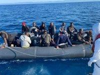 Ayvalık'ta 20 düzensiz göçmen kurtarıldı