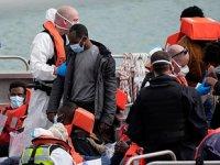 İngiltere, göçmen getiren tekneleri Fransa'ya geri itecek