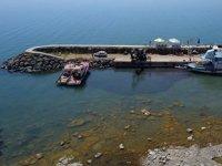 Balıkçı tekneleri, Van Gölü'ne iş makinesi yardımıyla açıldı