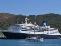 Blue Sapphire isimli yolcu gemisi, Marmaris'e geldi