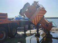 Hatay'da limana tekne indiren vincin bomu kırıldı