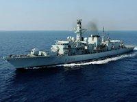 Çin, Tayvan Boğazı'ndan geçen İngiliz savaş gemisine sert tepki gösterdi