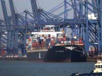 Felixstowe Limanı'nda konteynerler yığıldı, gemiler başka yerlere yönlendiriliyor