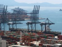 Yatian Limanı'na gemi girişleri, fırtına nedeniyle durduruldu
