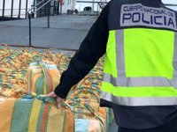 Atlas Okyanusu'nda yelkenli teknede 5 ton uyuşturucu ele geçirildi