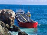 Bulgaristan'da karaya oturan VERA SU gemisinin tehlikeli yükü boşaltılıyor