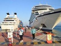 Kuşadası'na kruvaziyer gemileriyle 570 turist geldi