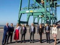 YILPORT Huelva Terminali'ne alınan Super Post Panamax vinçler hizmet vermeye başladı