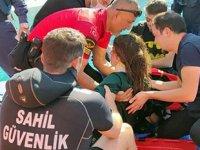 Denize düşen Ukraynalı paraşütçüyü Sahil Güvenlik ekipleri kurtardı