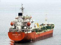 Korsanlar Endonezya açıklarında petrol yüklü tankere saldırdı