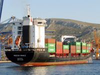 Türk şirketine ait M/V REECON WHALE isimli konteyner gemisi Pire Limanı'nda alıkondu