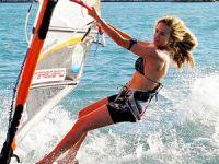 Çağla Kubat: Alaçatı'da sörf sezonu uzatılsın