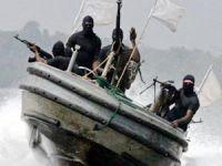 Korsanlar, Aden körfezini terkedip, Güneydoğu Asya'ya kaydı