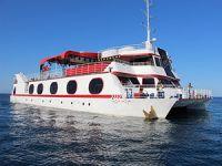 Avrupa'nın en büyük yüzen deniz kulübü işbaşı yapmak için izin bekliyor
