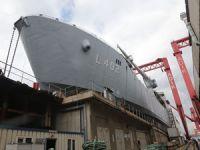 Türk donanmasının yeni nesil çıkarma gemisi TCG Bayraktar bugün denizle buluşuyor