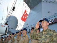 Org. Hulusi Akar Doğu Akdeniz'deki Türk savaş gemilerinde inceleme yaptı