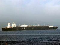 Dev doğalgaz tankeri Çanakkale Boğazı'nı deniz trafiğine kapattı