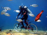 Dalgıçlar Fethiye'de denizin altında bisiklet turu yaptı
