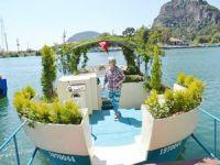 Botanik bahçesini andıran tekne turistlerin ilgisini çekiyor