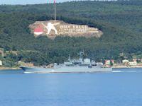 Rus gemisi Boğaz'dan geçerken, asker uçak savarın başında bekledi