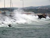 Marmara Denizi'ndeki fırtına deniz ulaşımını aksattı