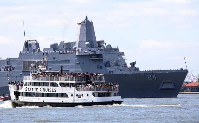 abd-donanmasina-ait-gemiler-hudson-nehri'nden-gecti_3.jpg