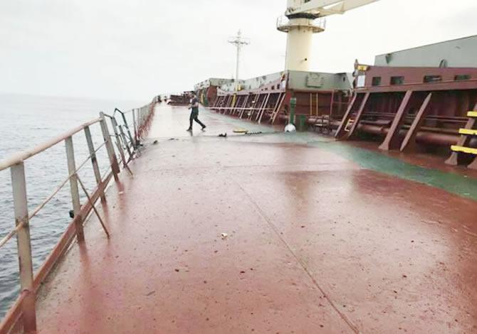 disisleri-bakanligindan-fuze-saldirisina-ugrayan-gemiyle-ilgili-aciklama_2-001.jpg