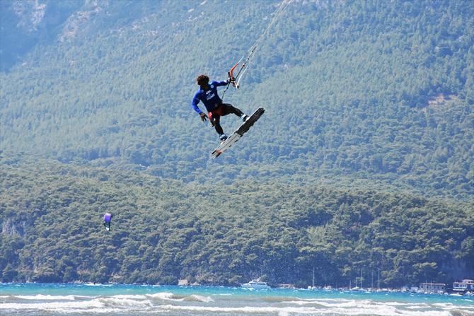 dunya-kiteboard-liginde-15-ulkeden-sporcu-yarisiyor_1.jpg