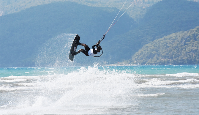 dunya-kiteboard-liginde-15-ulkeden-sporcu-yarisiyor_2.jpg