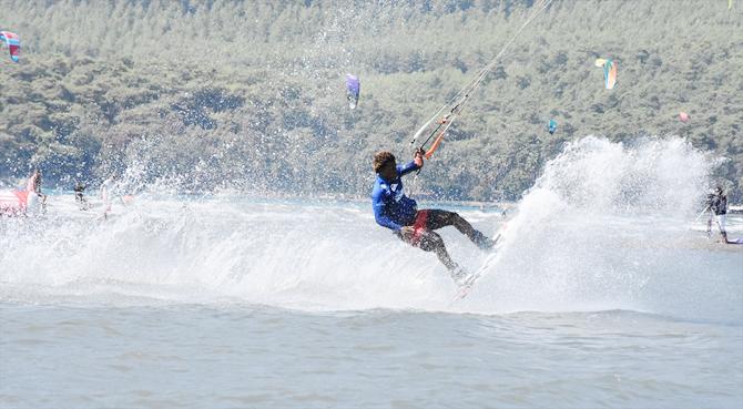 dunya-kiteboard-liginde-15-ulkeden-sporcu-yarisiyor_4.jpg