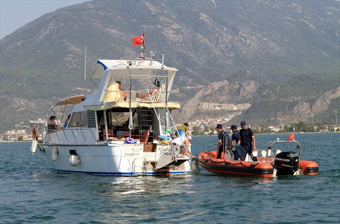 fethiyede-sahil-guvenlik,-tur-teknelerini-denetledi_2.jpg