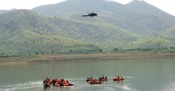 godavari-nehri'nde-arama-kurtarma-calismalari-devam-ediyor_1.jpg